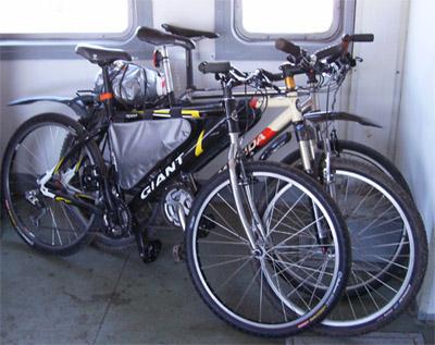 Велосипеды на площадке без сидений